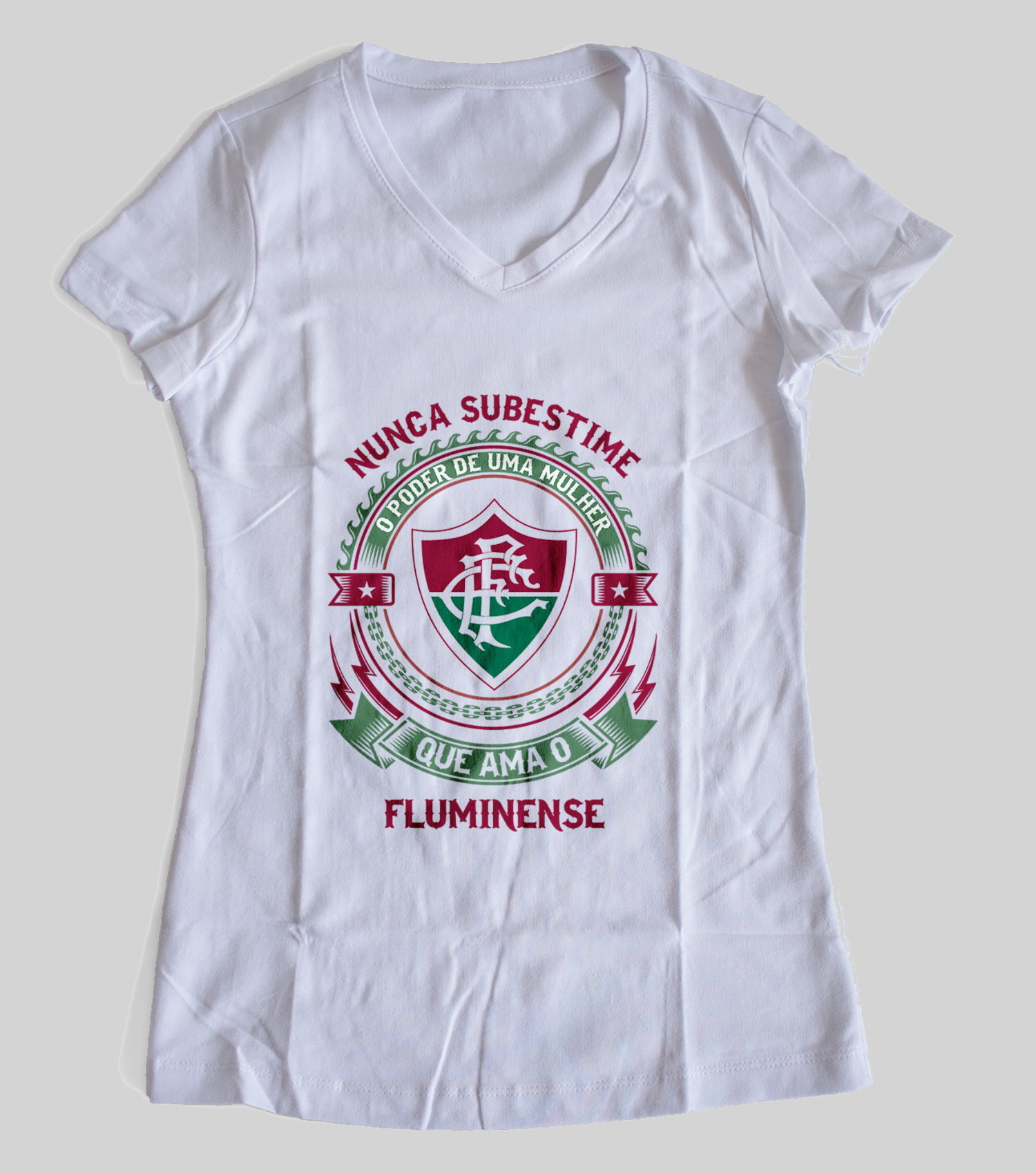 Camiseta ou Babylook Fluminense Feminina - Nunca Subestime o Poder de Uma  Mulher 3329f9c2cb07e