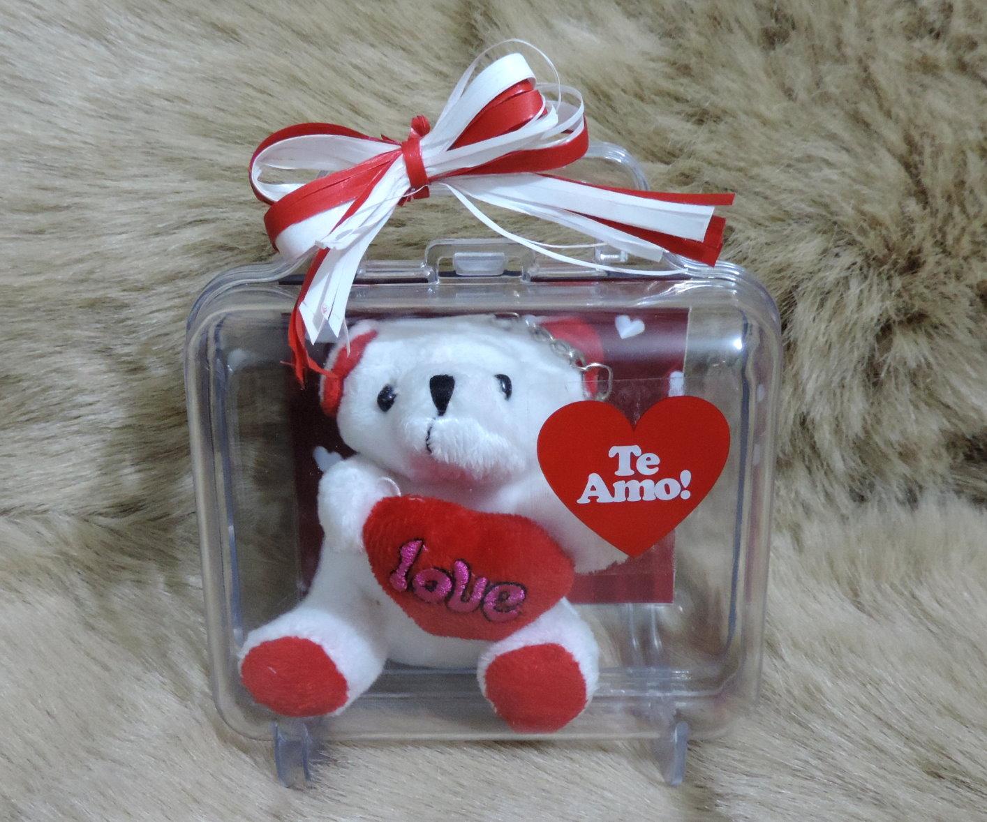 Maletinha Dia dos Namorados Com Mini Ursinho Chaveiro em Pelúcia e Foto do  Casal bc21303f30